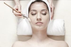 Hautpflege mit einer Gesichtsmaske